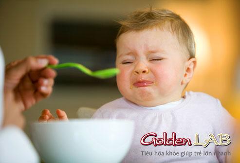Ngậm cơm là thói quen khó bỏ của trẻ biếng ăn