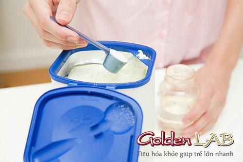 Giúp bé tăng cân từ sữa bột