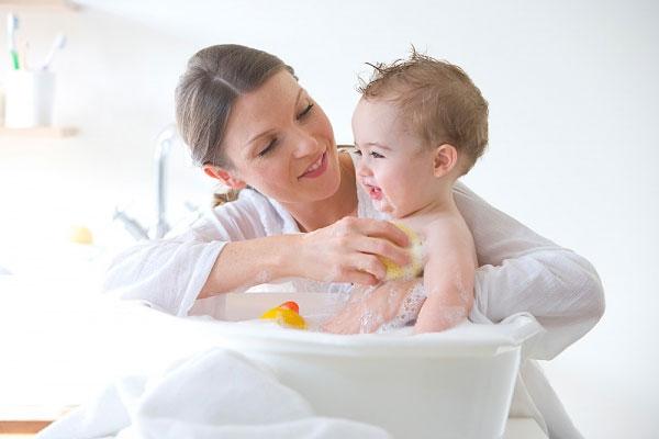 Làm sao để trị chứng táo bón ở trẻ sơ sinh an toàn?