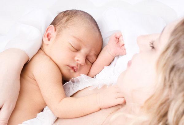 Thực hiện cách chăm sóc trẻ sơ sinh tốt nhất – mẹ nên tránh những gì?