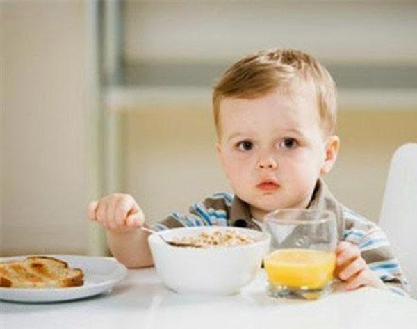 Giải pháp tốt nhất cho mẹ khi trẻ biếng ăn